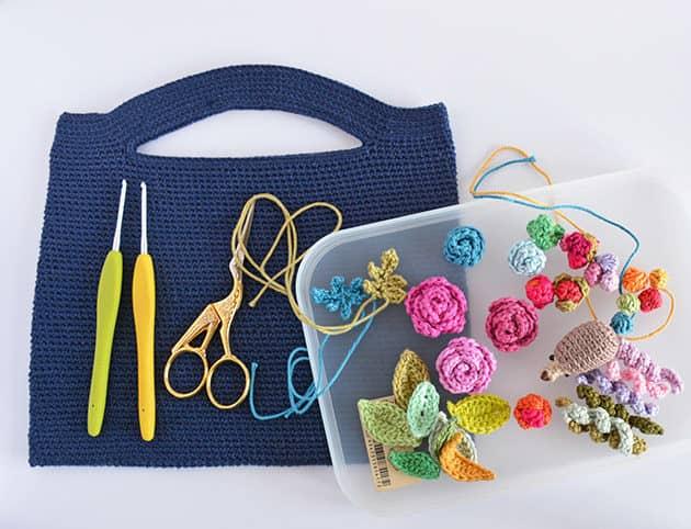 Crochet Skinny Purse - Free bag Pattern - CrochetObjet